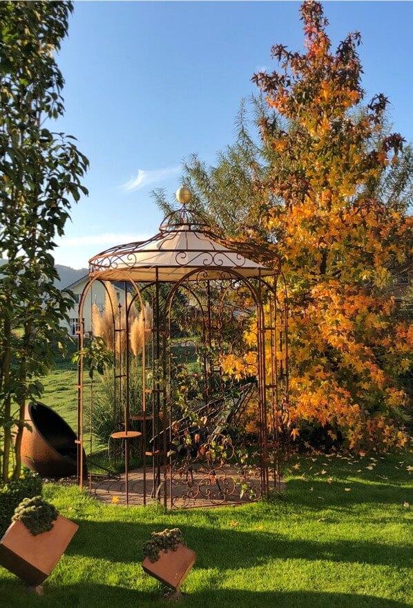 Gartenpavillon Siena mit Messingkugel und Sonnensegel, unbeschichtet (Edelrost)