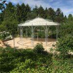 Gartenpavillon Toskana mit Messingkugel und Sonnensegel, feuerverzinkt