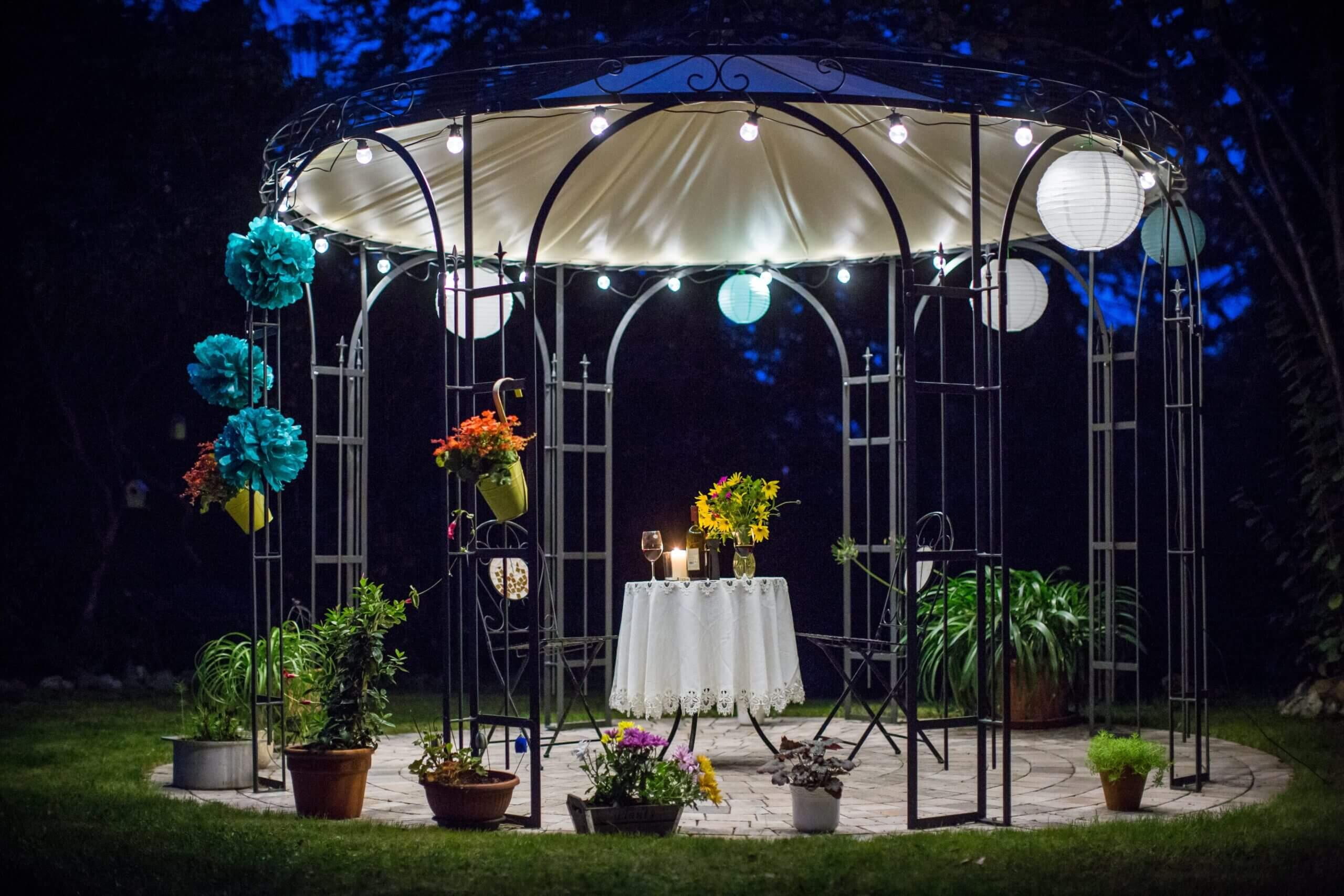 Beleuchteter Pavillon Florenz mit Messingkugel und Sonnensegel, pulverbeschichtet anthrazit