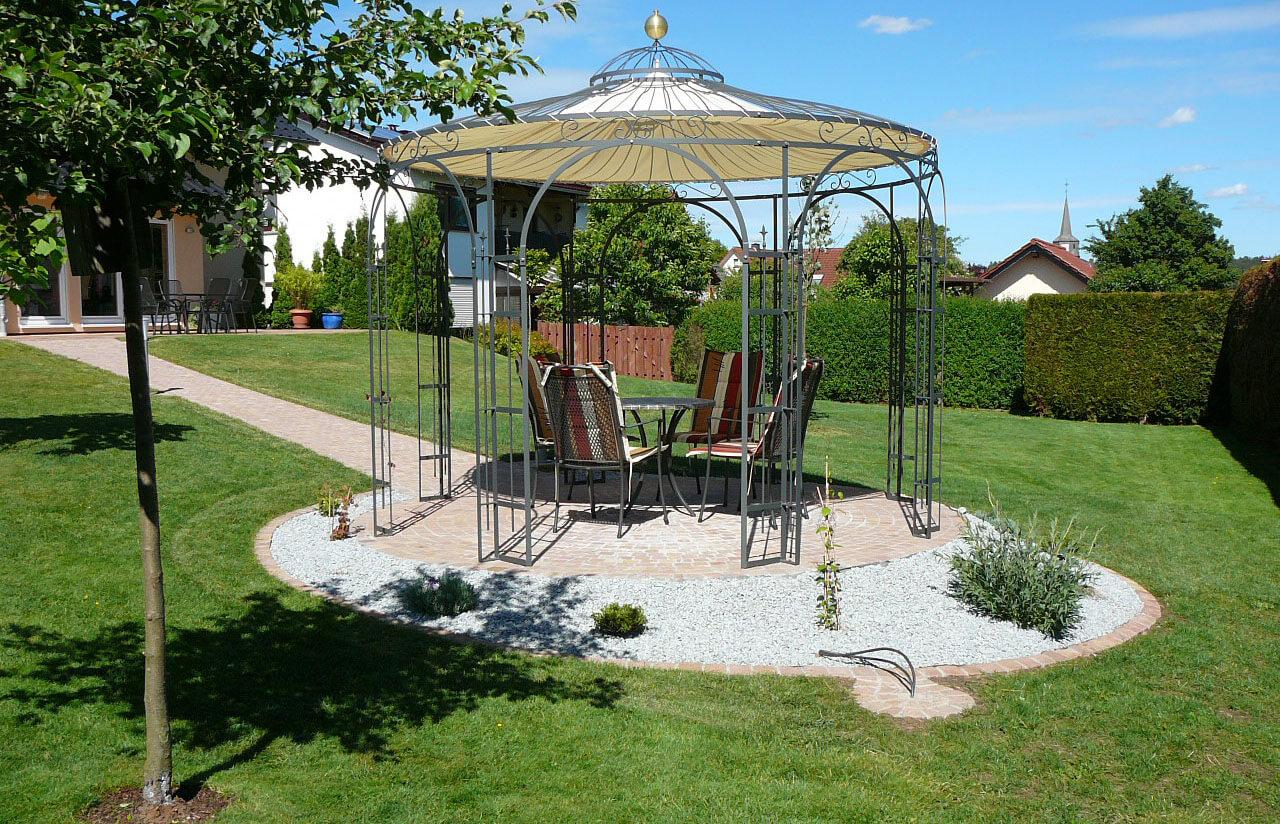 Gartenpavillon Florenz mit Sonnensegel und Messingkugel
