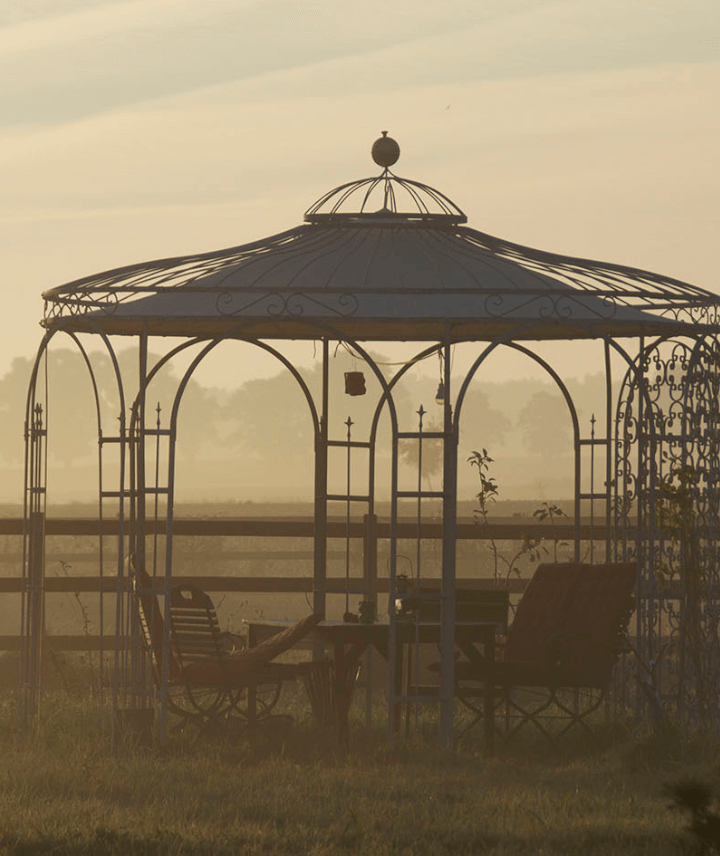 pavillon-florenz-pulverbeschichtet-sonnensegel-messingkugel-wetter_720x856_stage
